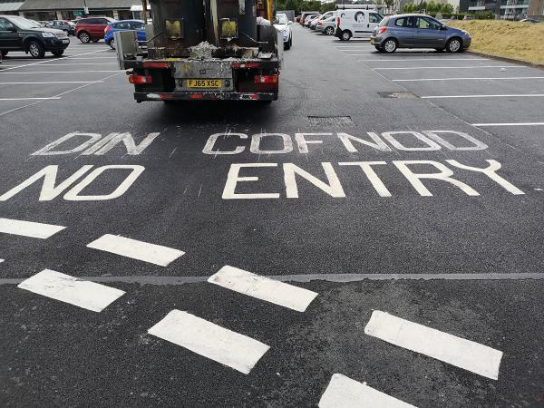 picture showing bilingual no entry markings with incorrect Welsh wording